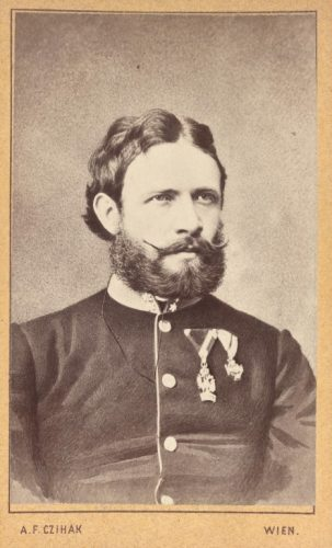 k.k. Oberleutnant Julius Ritter von Payer mit dem Orden der eisernen Krone