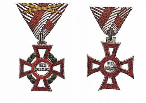 Militärverdienstkreuz mit der Kriegsdekoration und den Schwertern (li.) und das Militärverdienstkreuz