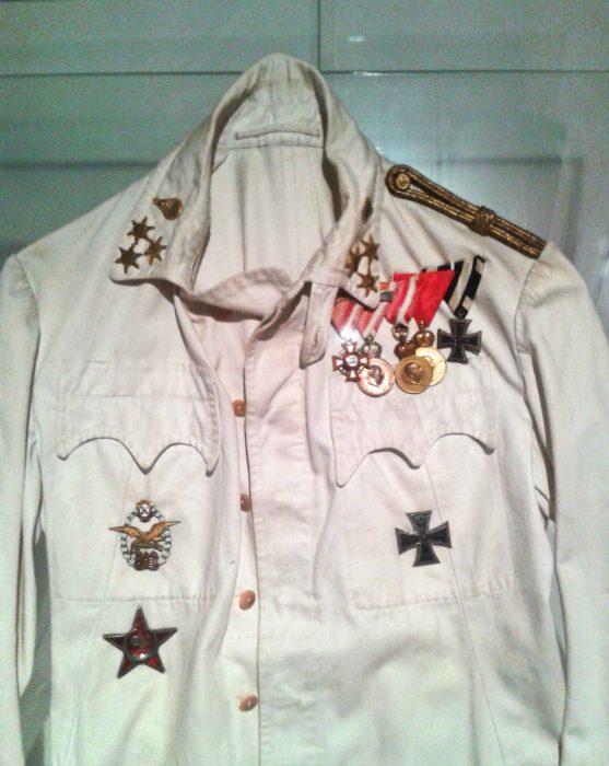 Sommerbluse eines k. u. k. Hauptmanns der Luftfahrtruppe (1. Weltkrieg)