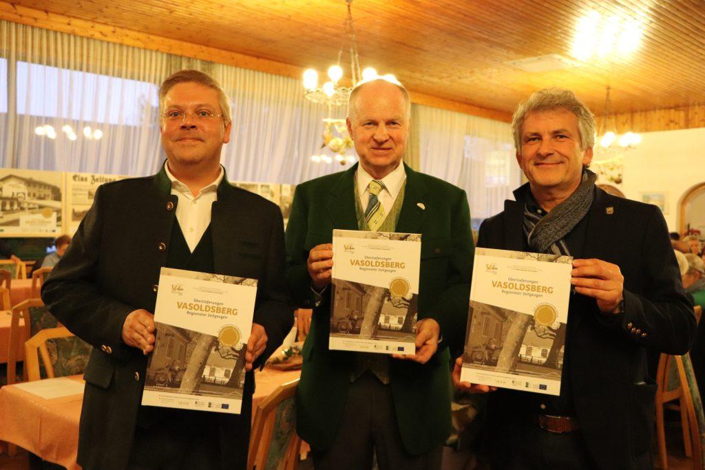 Dr. Rabl, BGM Liebmann und BGM Wolf-Maier mt dem Bildband