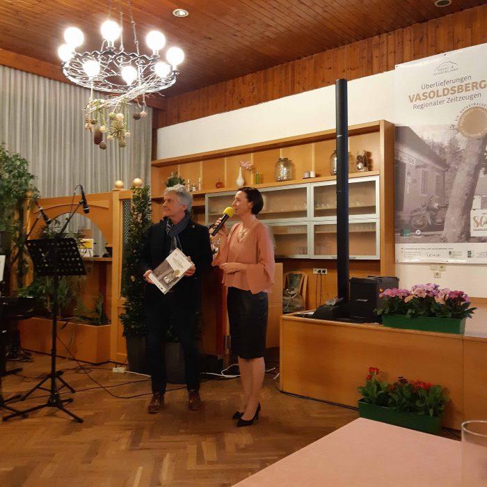 BGM Johann Wolf-Maier und Moderatorin Sigrid Hroch mit dem Bildband